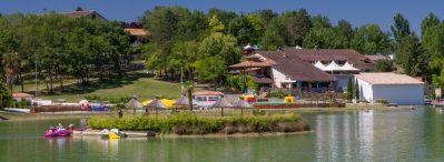 VILLAGE LAC DES 3 VALLEES-Accès direct à la plage pour le camping VILLAGE LAC DES 3 VALLEES-LECTOURE