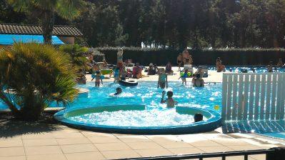 FONTAINE VIEILLE-La piscine à remous du camping FONTAINE VIEILLE-ANDERNOS LES BAINS