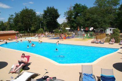 LES OURMES-La piscine du camping LES OURMES-HOURTIN