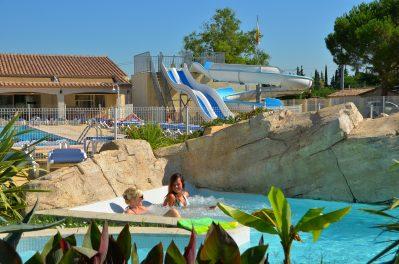 BON PORT-La piscine à remous du camping BON PORT-LUNEL