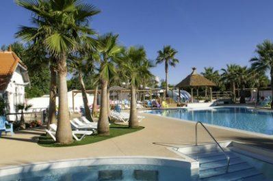 BEACH CLUB LE CHARLEMAGNE-La piscine du camping BEACH CLUB LE CHARLEMAGNE-MARSEILLAN