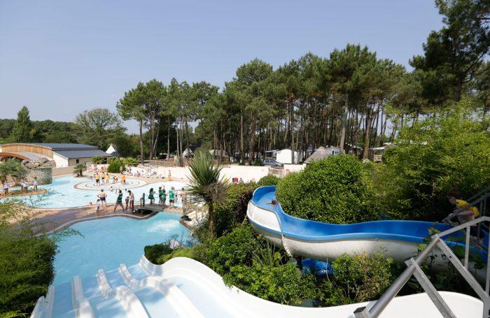 la piscine couverte du camping domaine du fort espagnol
