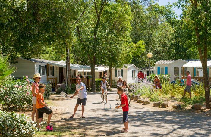 Campsite Le Parc Des Sept Fonts In Agde Hérault Campingfrance Com