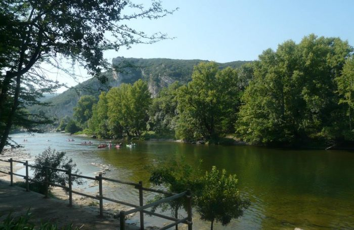 campingplatz mondial camping **** in vallon-pont-d'arc ardèche