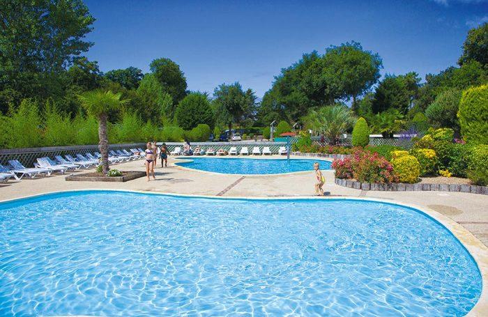 Description piscine couverte et chauffe bretagne sud pataugeoire camping camping carnac - Camping sud bretagne avec piscine ...