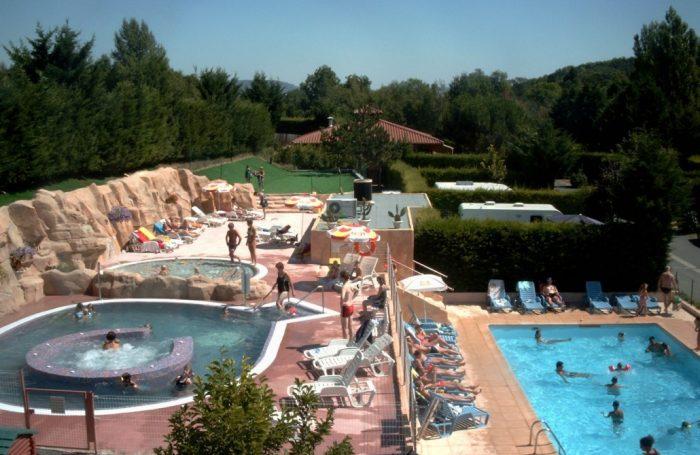 Wasserspiele Auf Dem Campingplatz LE CLOS AUROY, Puy De Dôme ...