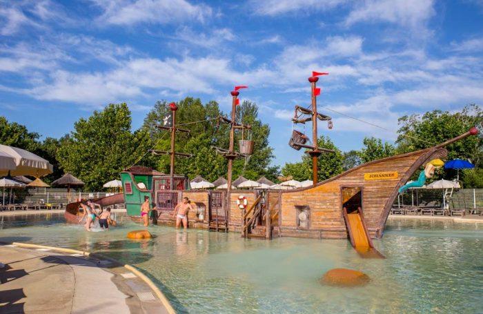 Wasserspiele Auf Dem Campingplatz LE POMMIER, Ardèche ...