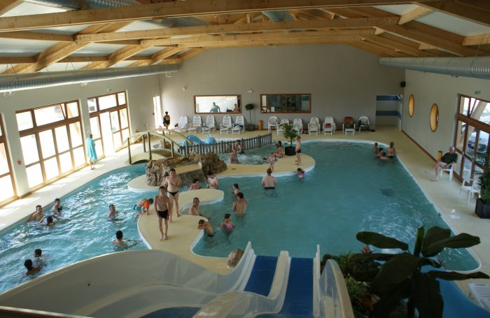 Campsite le champ neuf in saint quentin en tourmont for Hotel avec piscine interieur montreal