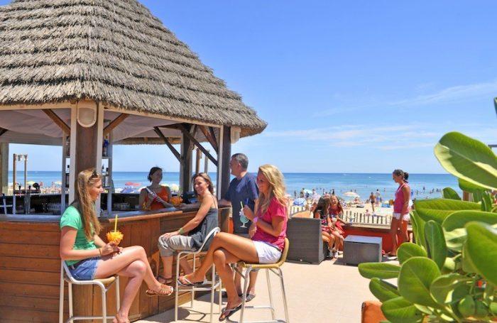 BEACH CLUB NOUVELLE FLORIDE Verfügt über Einen Direkten Zugang Zum Strand  ...