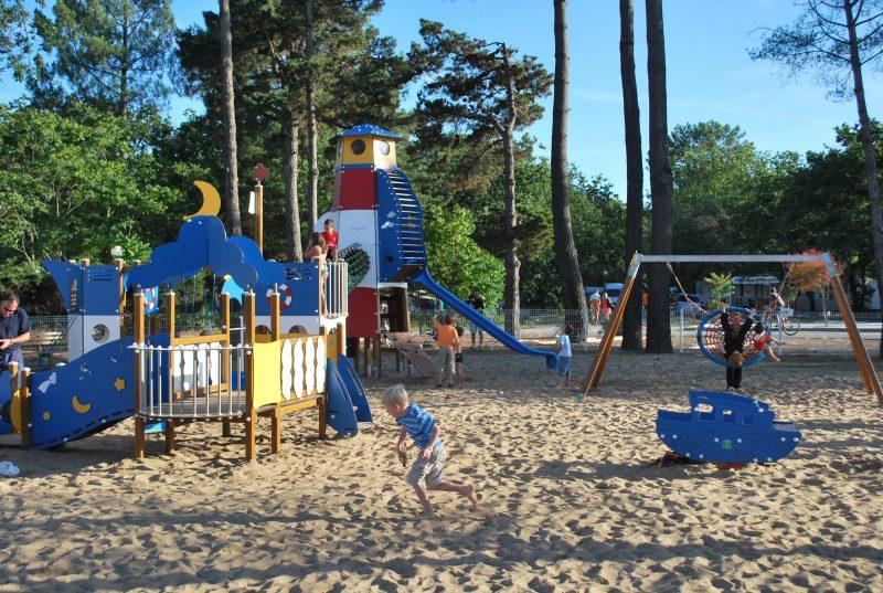 LE PALACE-Espace jeux pour les enfants-SOULAC SUR MER