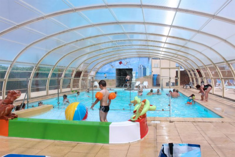 LE CORMORAN-La piscine couverte et chauffée du camping LE CORMORAN-RAVENOVILLE