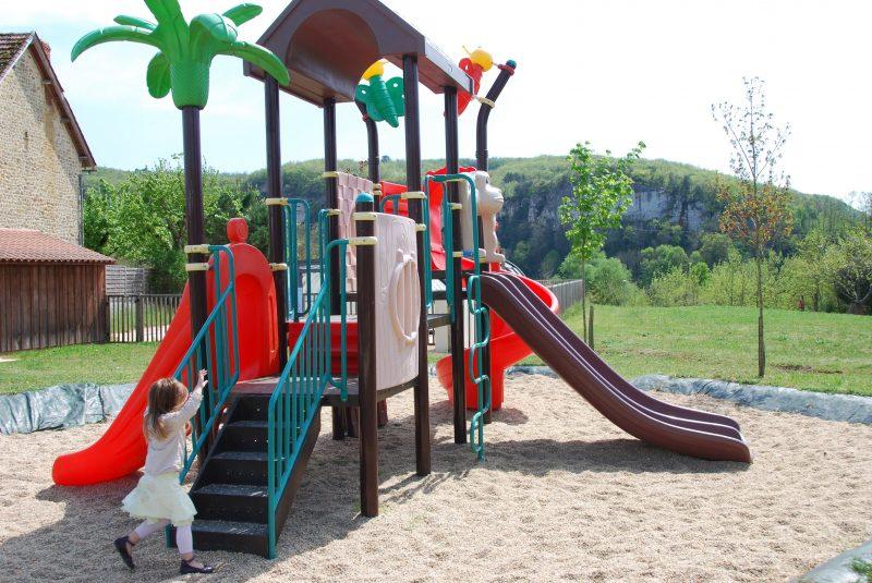 LA SAGNE-Espace jeux pour les enfants-VITRAC