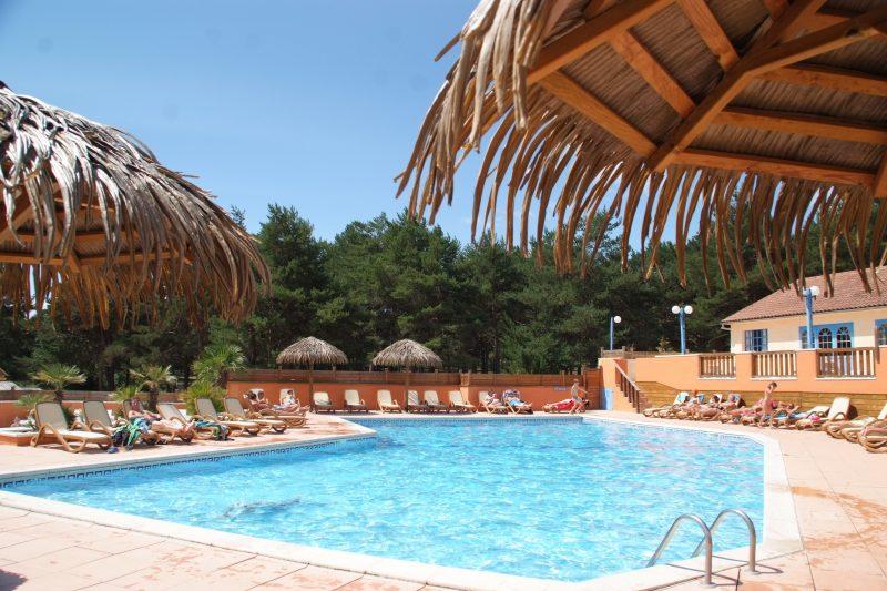 LA FARIGOULETTE-La piscine du camping LA FARIGOULETTE-SAINT LAURENT DU VERDON