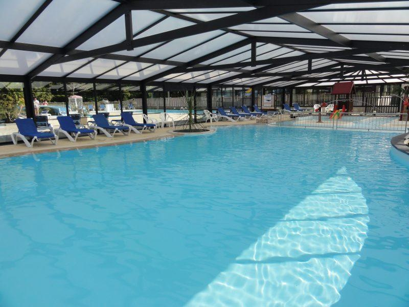 LE HARAS-La piscine couverte et chauffée du camping LE HARAS-MONTERBLANC