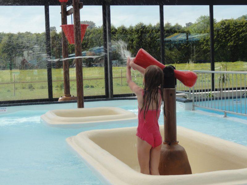 LE HARAS-La piscine couverte du camping LE HARAS-MONTERBLANC