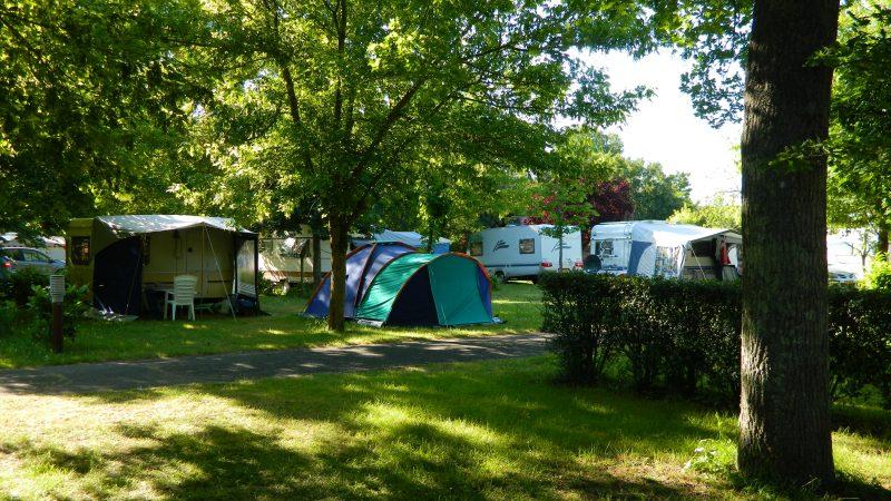 CAMPING LES PEUPLIERS-Les emplacements du camping CAMPING LES PEUPLIERS-MONTLOUIS SUR LOIRE