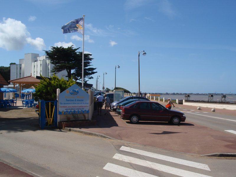 CAMPING DU BORD DE MER-Accès direct à la plage pour le camping CAMPING DU BORD DE MER-SAINT MICHEL CHEF CHEF