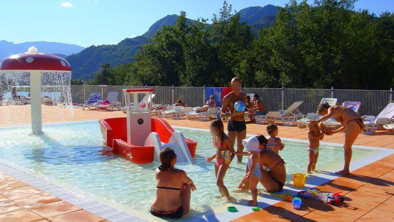 LE LAC-La piscine à remous du camping LE LAC-CURBANS