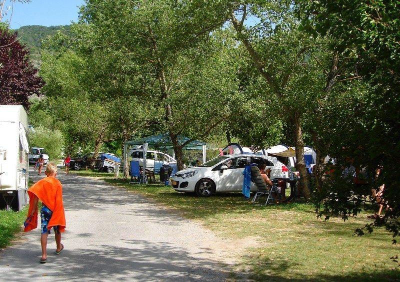 LE LAC-Les emplacements du camping LE LAC-CURBANS