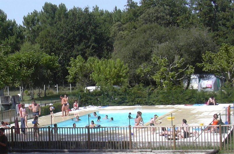 LES FRANQUETTES-La piscine du camping LES FRANQUETTES-GRAYAN ET L HOPITAL