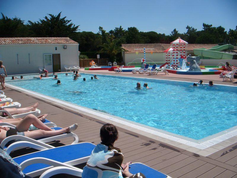 AU VAL DE LOIRE EN RE-La piscine du camping AU VAL DE LOIRE EN RE-BOIS PLAGE EN RE