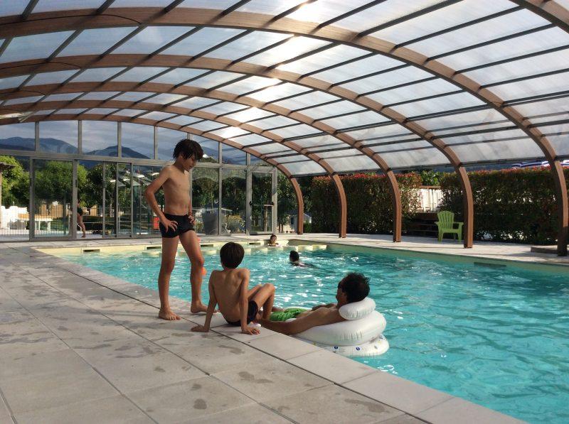 LE MONLOO-La piscine couverte du camping LE MONLOO-BAGNERES DE BIGORRE