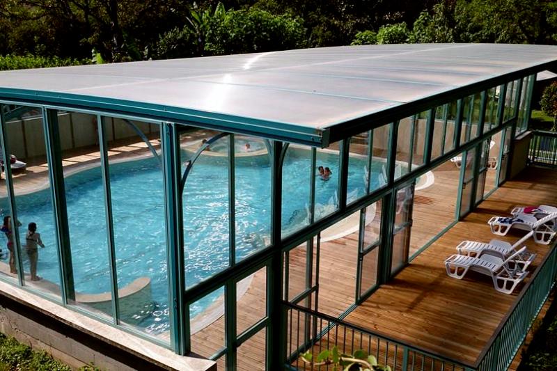 AU SOLEIL D'OC-La piscine couverte du camping AU SOLEIL D'OC-MONCEAUX SUR DORDOGNE