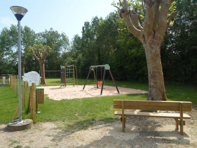 LE MARTIN PECHEUR-Espace jeux pour les enfants-MAGNE