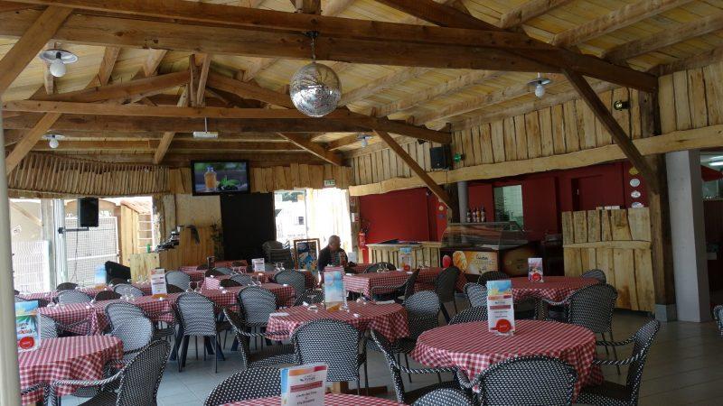 LA GRAND'METAIRIE-Le restaurant du camping LA GRAND'METAIRIE-SAINT HILAIRE LA FORET