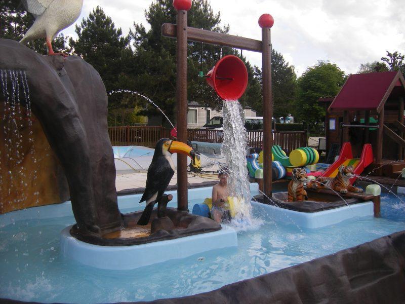 LE JARDIN DE SULLY-Jeux aquatiques au camping LE JARDIN DE SULLY, le Loiret-SAINT PERE SUR LOIRE