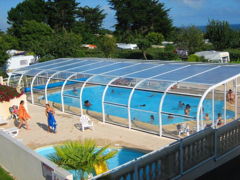 L'OCEAN-La piscine couverte et chauffée du camping L'OCEAN-NEVEZ