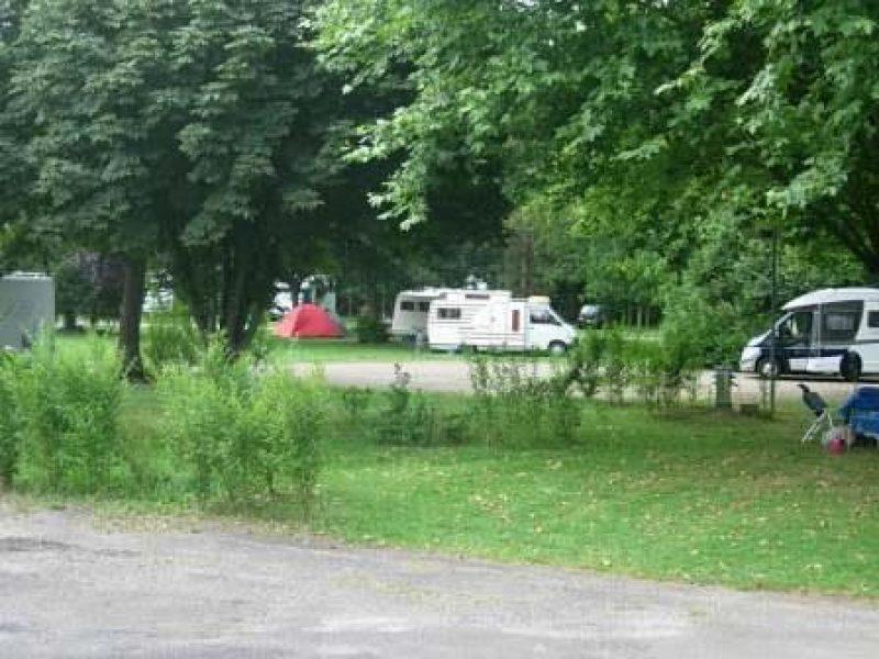 CAMP MUNICIPAL LA CASCADE-Les emplacements du camping CAMP MUNICIPAL LA CASCADE-TONNERRE