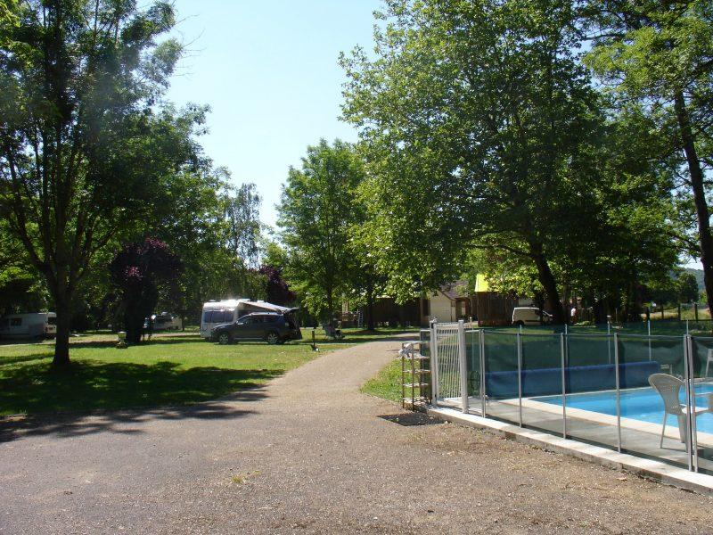 CAMP MUNICIPAL LA CASCADE-La piscine du camping CAMP MUNICIPAL LA CASCADE-TONNERRE