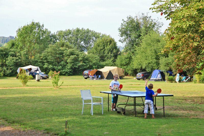 LE PETIT TRIANON-Les emplacements du camping LE PETIT TRIANON-INGRANDES