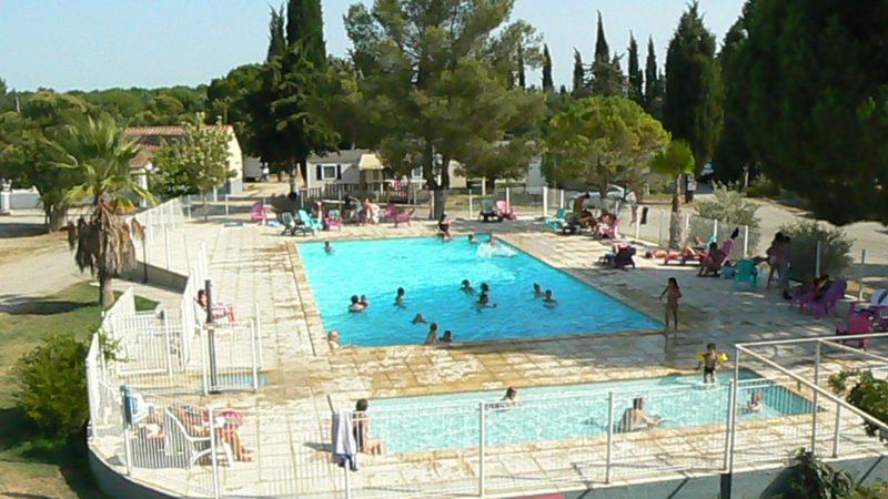 BELLEVUE EN CAMARGUE-La piscine du camping BELLEVUE EN CAMARGUE-AIMARGUES