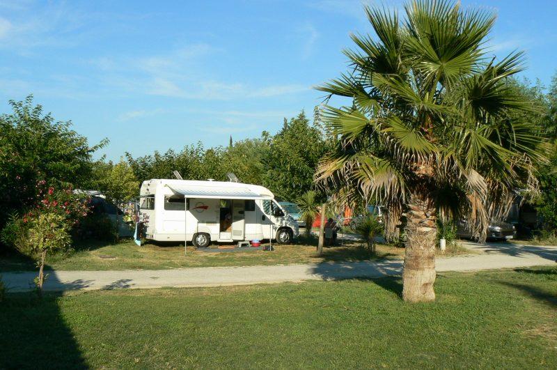 BELLEVUE EN CAMARGUE-Les emplacements du camping BELLEVUE EN CAMARGUE-AIMARGUES