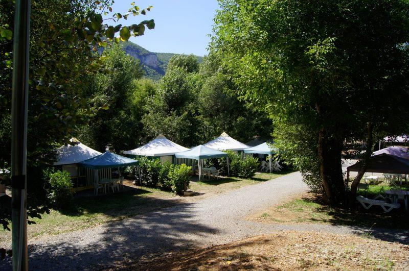 LES BORDS DU TARN-Un parc locatif ombragé l'Aveyron-MOSTUEJOULS