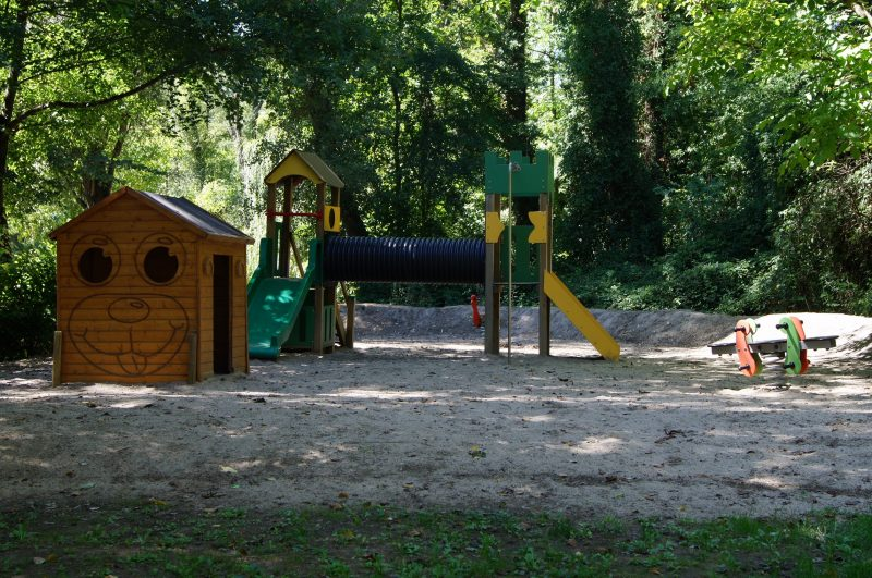 LES BORDS DU TARN-Espace jeux pour les enfants-MOSTUEJOULS