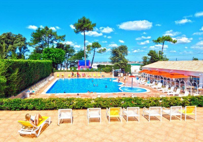 BOIS SOLEIL-La piscine du camping BOIS SOLEIL-SAINT GEORGES DE DIDONNE