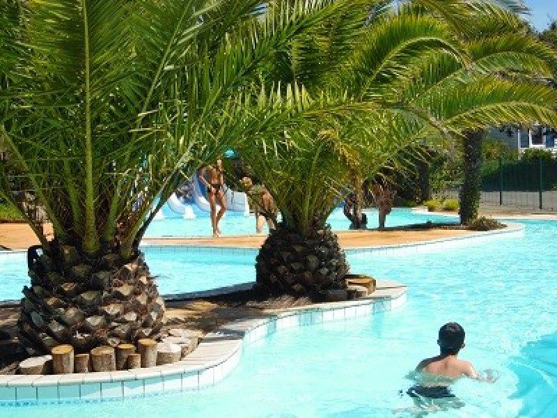 LES SAULES-La piscine du camping LES SAULES-FORET FOUESNANT