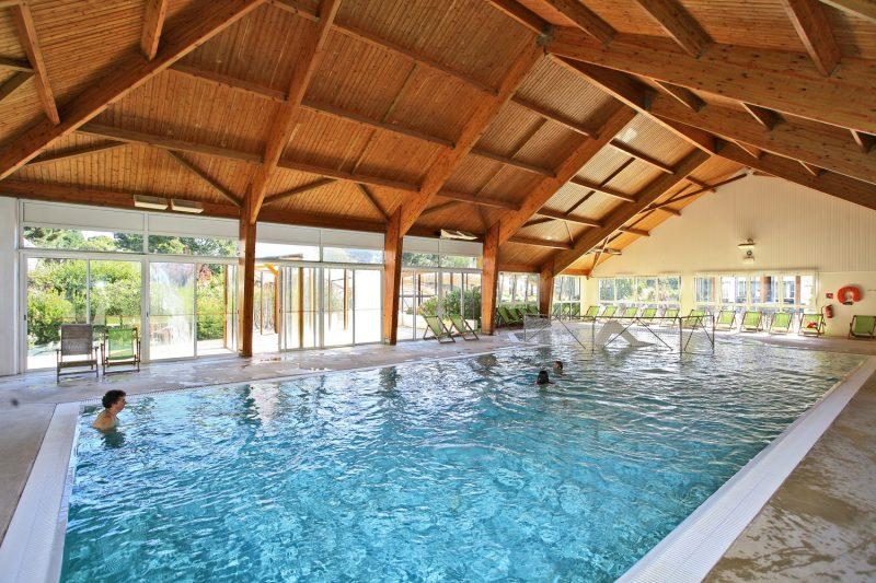 LA GRANDE METAIRIE-La piscine couverte et chauffée du camping LA GRANDE METAIRIE-CARNAC