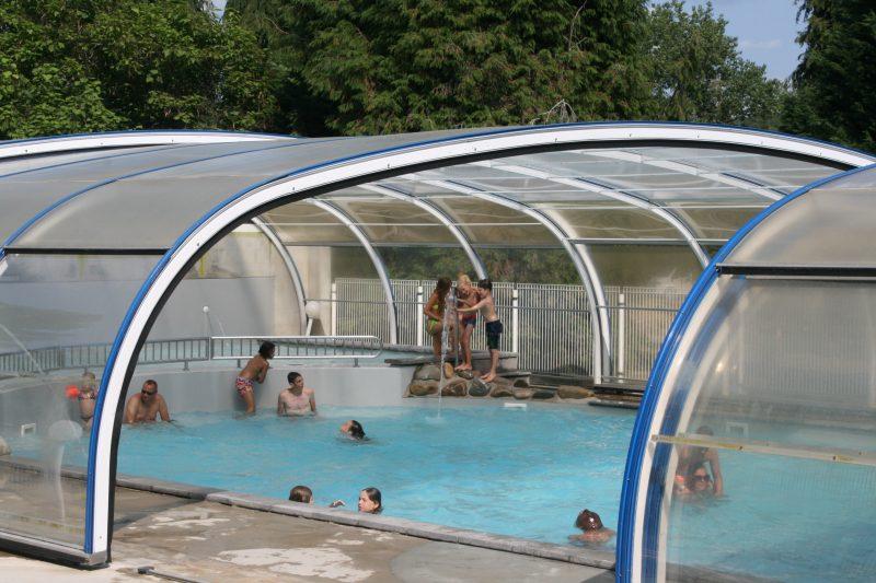 LE LAC DE MIEL-La piscine couverte du camping LE LAC DE MIEL-BEYNAT