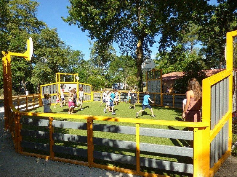 LES OURMES-Espace jeux pour les enfants-HOURTIN